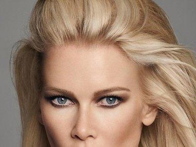 Vas a querer maquillarte como Claudia Schiffer. Ahora ya puedes con su propia línea de productos