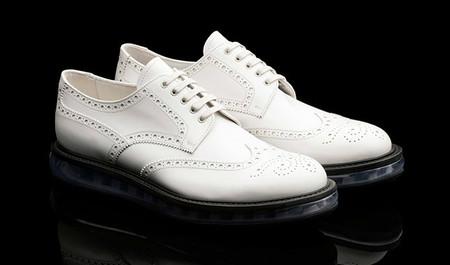 zapato blanco de Prada