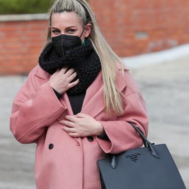 Edurne viste su última etapa de embarazo con el abrigo rosa más bonito (y tenemos tres ideas low-cost para copiarlo)