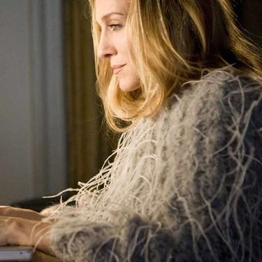 Los mejores looks de Carrie Bradshaw en 'Sexo en Nueva York' que nos inspiran para estar en casa