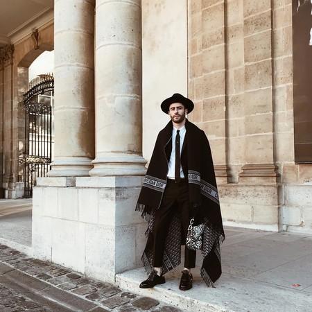 Pelayo Diaz Le Suma Un Toque Boho A La Fashion Week Con Un Accesorio Infalible El Sombrero De Ala Ancha 10
