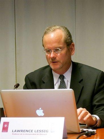 El creador de Creative Commons apuesta por la desaparición de las SGAE