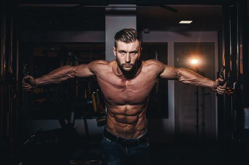 Cinco ejercicios para el pectoral mayor y para el pectoral menor en el gimnasio
