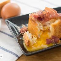 Huevos con jamón en baguette