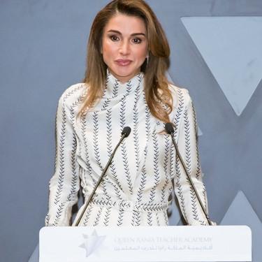 El estilo de la Reina Rania de Jordania o ese momento en que la realeza empieza a  vestir con las firmas de lujo del momento