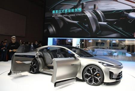 Este coche eléctrico chino promete ser una superberlina que derrocará al Tesla Model S y al Porsche Taycan