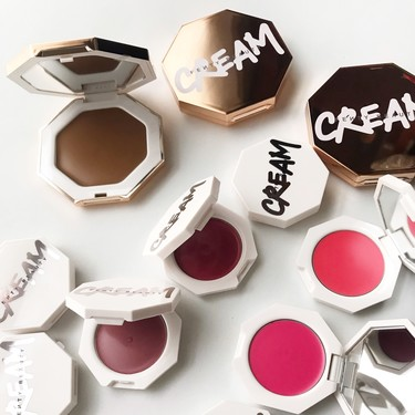 Los bronceadores y coloretes en crema de Fenty Beauty by Rihanna son el  gran descubrimiento de maquillaje para este verano