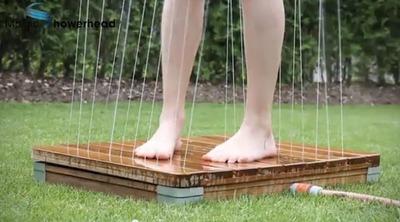 Ducha de jardín automática para refrescarse en verano