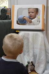 Niño en TV