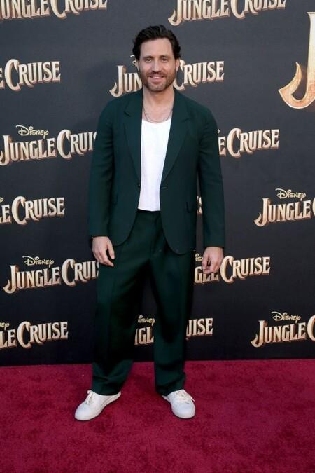 Replicamos El Look De Edgar Ramirez En La Premiere De Jungle Cruise Con Basicos Que Lo Convierten En El Perfecto Estilismo De Entretiempo 2
