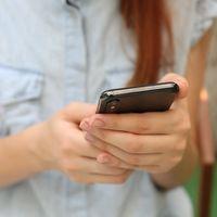 Cómo hacer que el teléfono lea en voz alta el contenido que hay en la pantalla