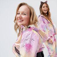 La moda accesible llega a ASOS con ropa pensada para usuarios de sillas de ruedas