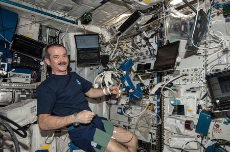 Estos son los ordenadores portátiles que encontramos en cada esquina de la Estación Espacial Internacional