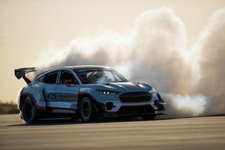 """Ford crea un brutal Mustang Mach-E de 1.400 caballos para """"demostrar las posibilidades de la propulsión eléctrica"""""""