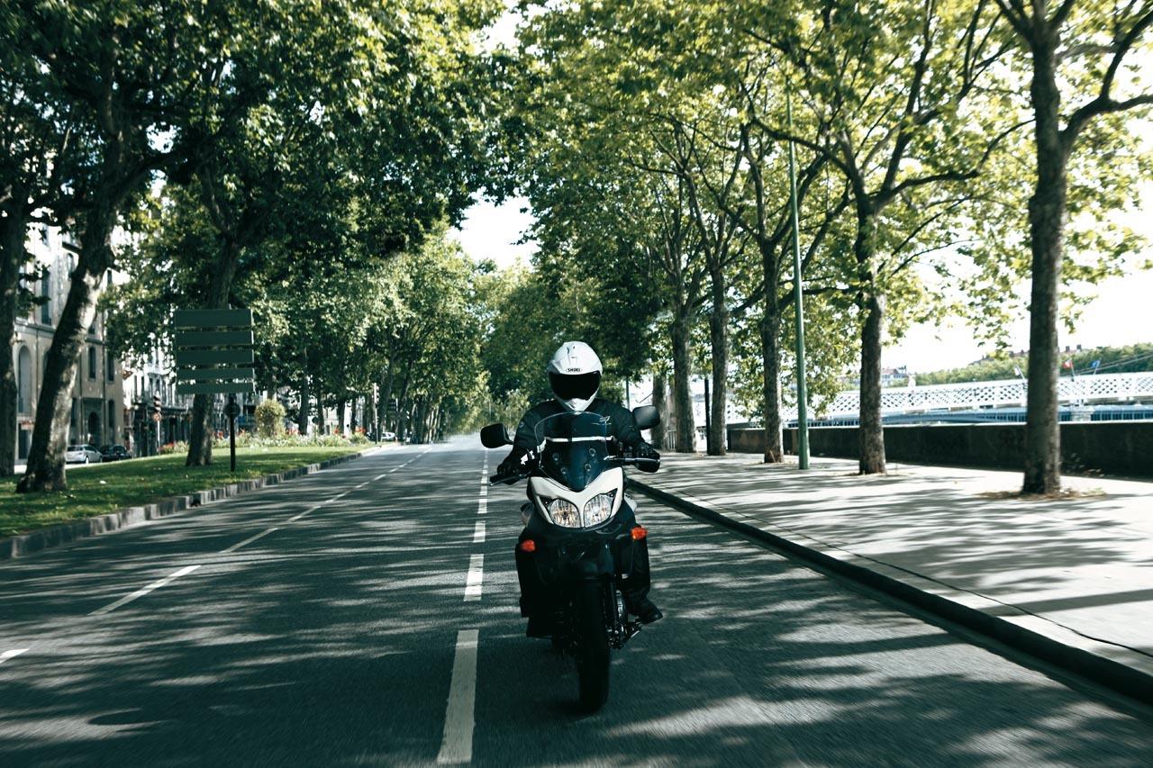 Foto de Suzuki V-Strom 650 2012, fotos de ambiente y accesorios (3/32)
