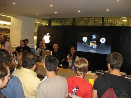 Fotos de la inauguración oficial de la Apple Shop de Fnac Triangle
