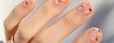 El tutti frutti nos gusta hasta en las uñas, especialmente cuando solo necesitas unas pegatinas para copiar la manicura