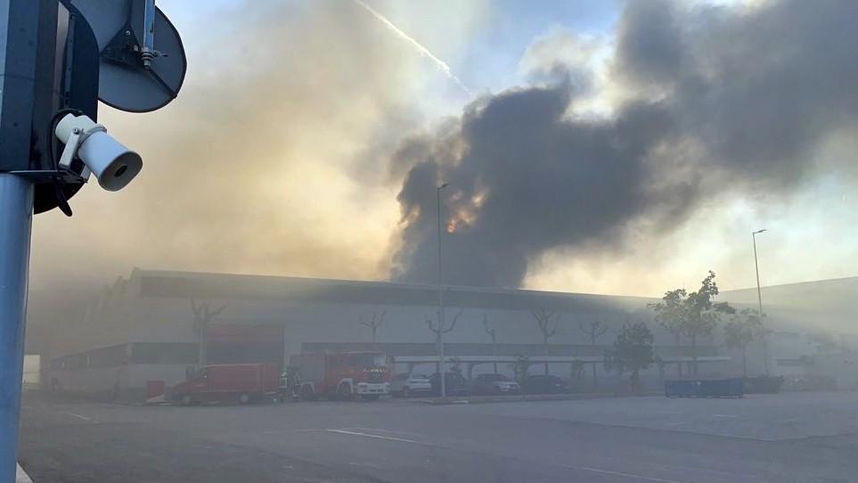 Un incendio ha alcanzado el Museo SEAT, la nave 122 llena de coches históricos
