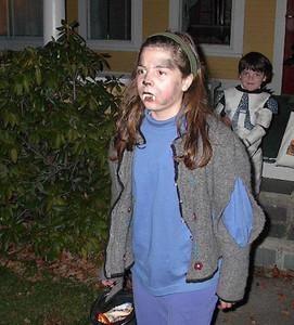 ¿Quieres celebrar Halloween con seguridad? Consejos para padres de niños grandes que quieren salir solos