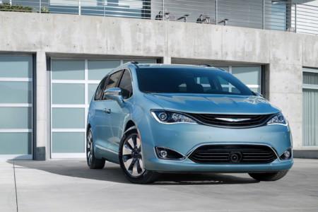 Cien monovolúmenes del grupo Fiat serán los próximos coches autónomos de Google, podrían haber sido de General Motors