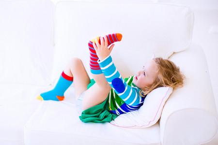 Nueve consejos para organizar un armario al estilo Montessori y fomentar la autonomía en el vestir
