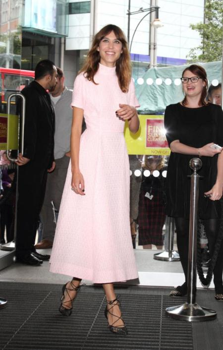 alexa chung vestido rosa look