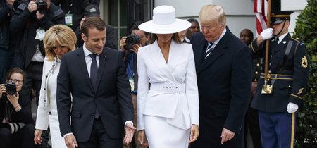 Melania Trump noquea al personal con su total look en blanco nuclear (sombrero incluido) valorado en más de 3.300 euros