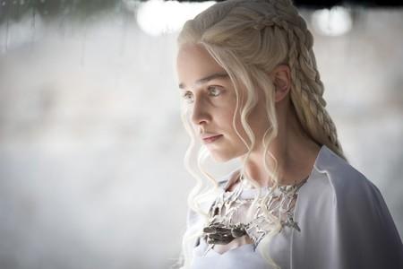 ¡Cuesta reconocer a Emilia Clarke en la portada de Rolling Stone!