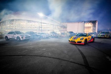 Porsche le pone gráficos de Martini a casi toda su flota