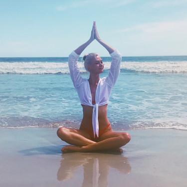 Siete posturas de Yoga para ejercitarnos en casa que nos permiten conseguir una piel radiante