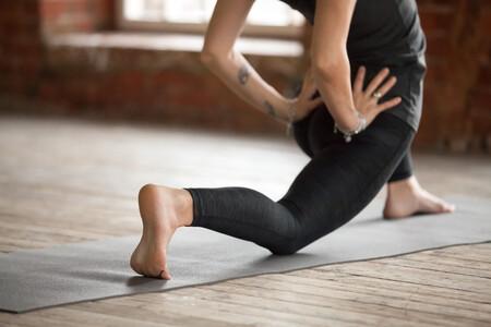 Cinco estiramientos y ejercicios de movilidad antes de irnos a la cama para dormir mejor