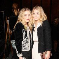 Cómo usar una chaqueta de tweed y brocado por las gemelas Olsen