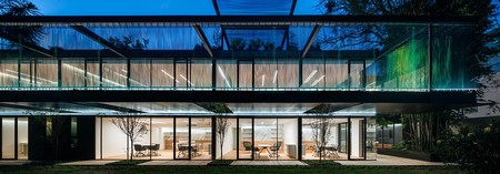 Casa VITR un proyecto que recupero una casa abandonada para convertirla en una sorprendente casa-estudio de estilo moderno