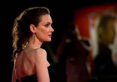 Winona Ryder en el Festival de Venecia 2012: cuando en la sencillez está el gusto