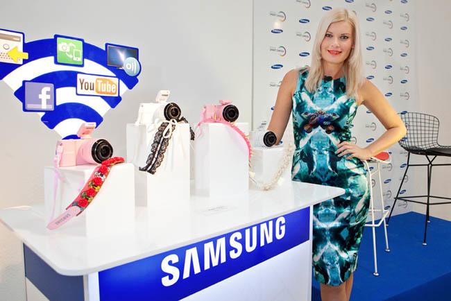 Samsung NX y Maya Hansen