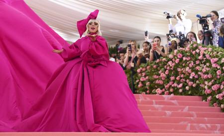 Gala MET 2019: Lady Gaga apuesta por un rompedor look cuatro en uno con el que nos rendimos a sus pies