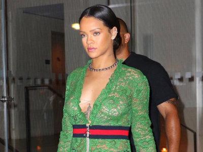 Rihanna convierte un vestido de encaje de Gucci en un sexy naked dress ¡y lo enseña todo!