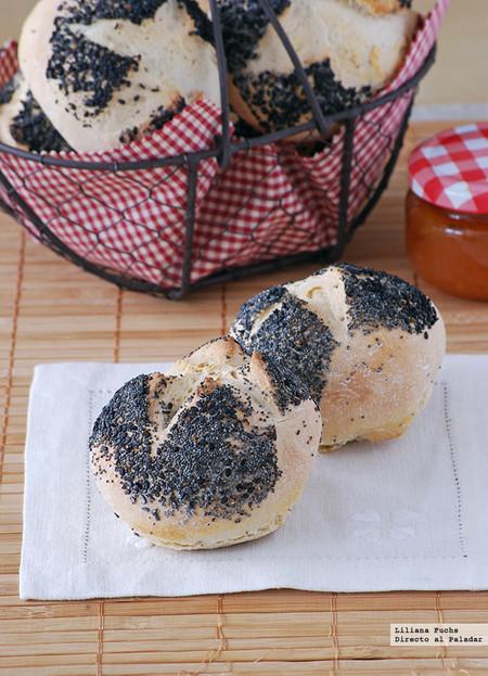 Panecillos con semillas de amapola y sésamo negro: receta fácil de panadería