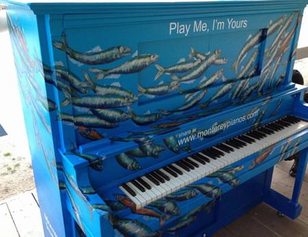 Play Me, I' Yours, la iniciativa que anima a la gente de la calle a tocar el piano