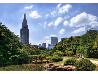 NTT DoCoMo Yoyogi Building de Tokio, un edificio de récord que da la hora y predice el tiempo
