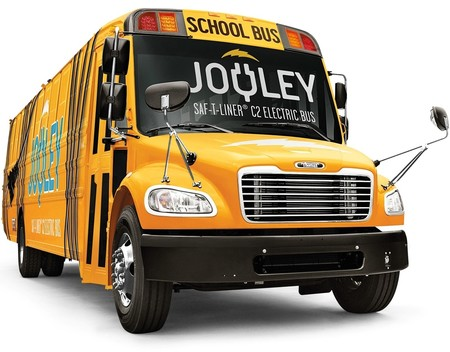 Los autobuses escolares estadounidenses se pasan a la electricidad, y ya hay pelea a la vista por el pastel
