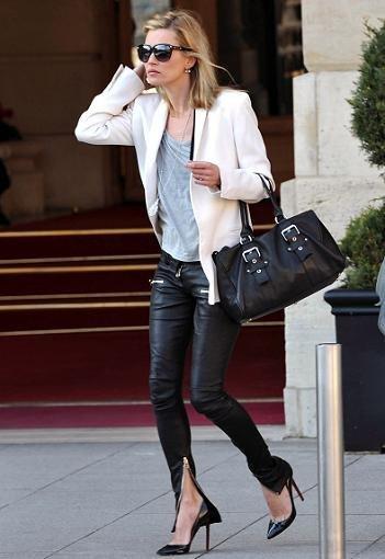 Kate Moss luce sus bolsos diseñados para Longchamp
