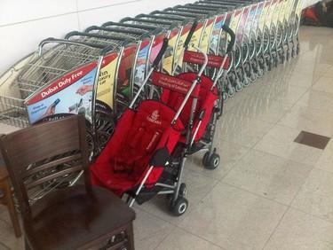 Carritos para bebés en el aeropuerto de Dubai