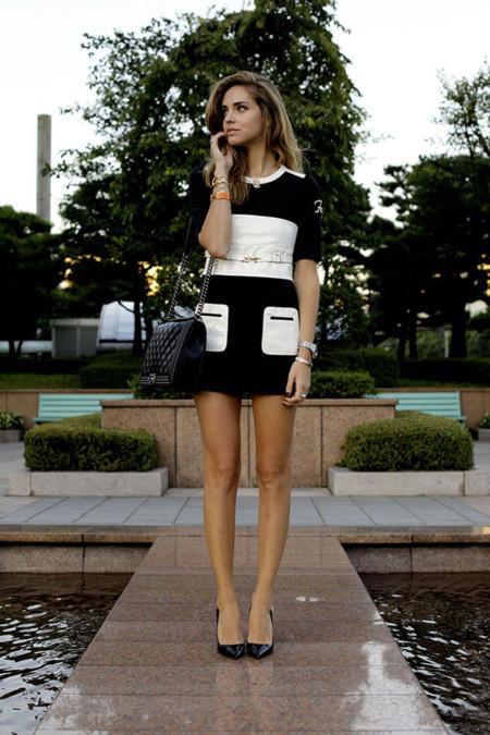 Chiara Ferragni con un Chanel gigante