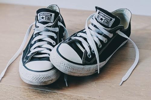 Las mejores ofertas en zapatillas de lona hoy: Converse, Vans o Victoria más baratas