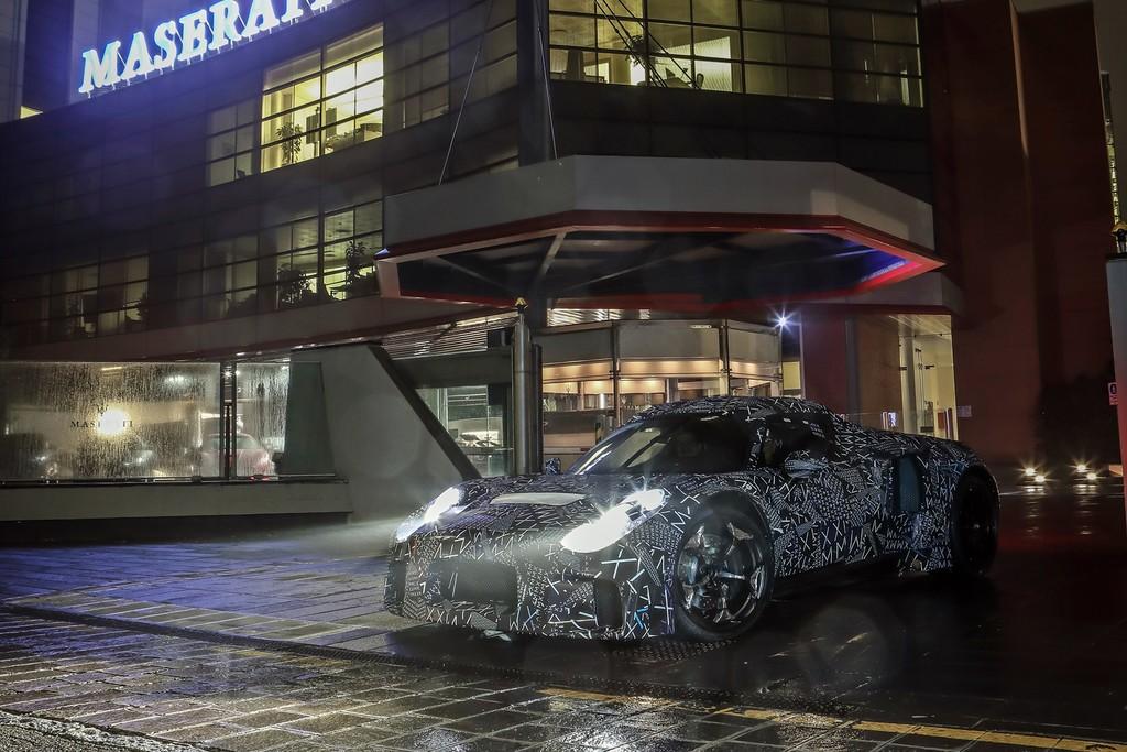 Este misterioso prototipo adelanta el futuro deportivo de Maserati y su nuevo motor electrificado para 2020
