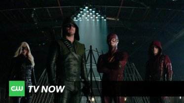 CW promociona «estilo The WB» el último tramo de las temporadas de 'The Flash' y 'Arrow': El Club de la Lucha superheroico