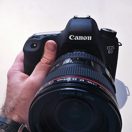 Canon EOS 6D en las manos