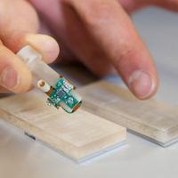 """Una nueva generación de prótesis capaces de """"sentir"""" gracias a esta punta de dedo biónica"""