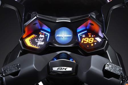 El Kymco AK 550 nos promete una revolución, para convertirse en el nuevo rey de los maxi-scooter
